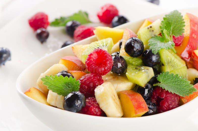 新鲜的健康水果沙拉 免版税图库摄影