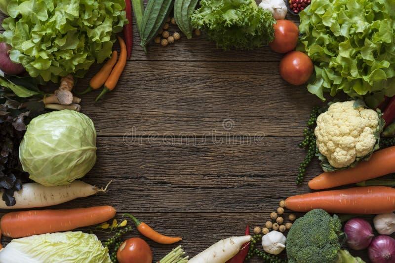 新鲜的农夫市场水果和蔬菜 图库摄影