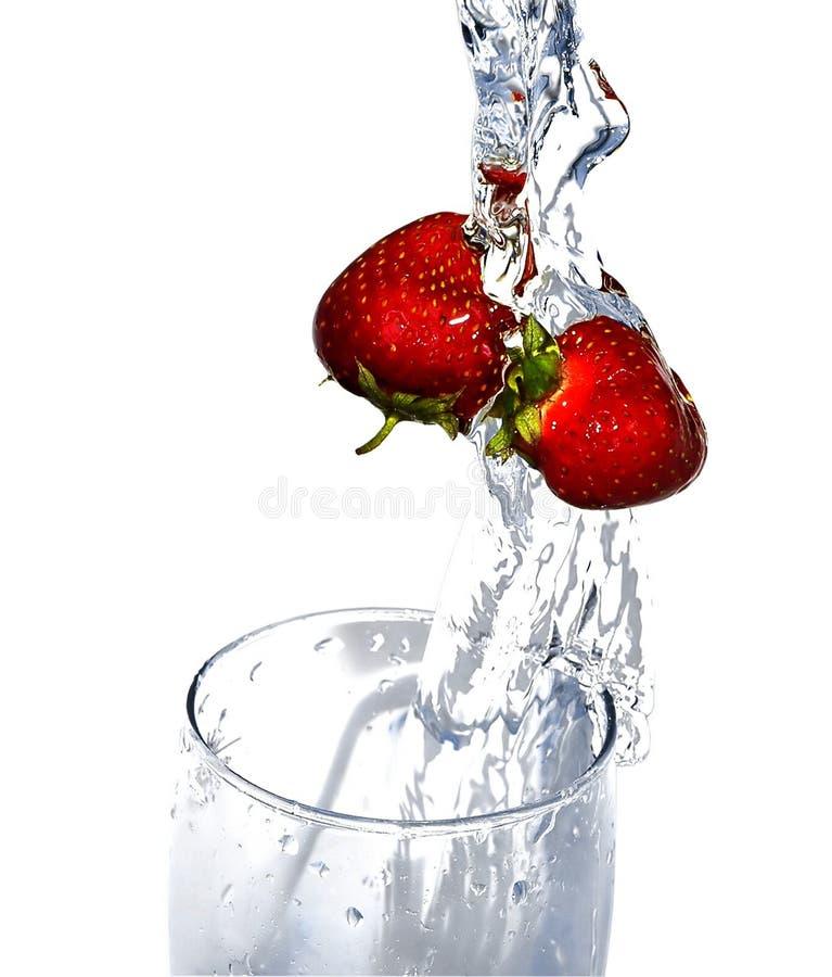 新鲜的冰冷的草莓 免版税库存图片