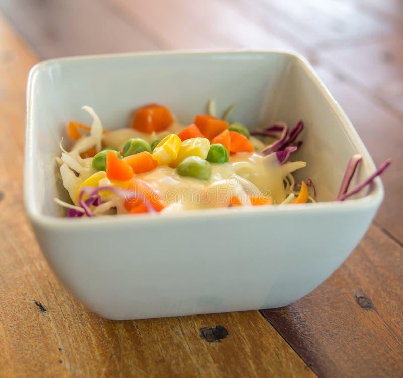 新鲜的凉拌生菜蔬菜 皇族释放例证