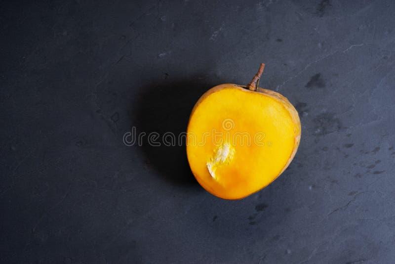 新鲜的切的芒果 免版税图库摄影
