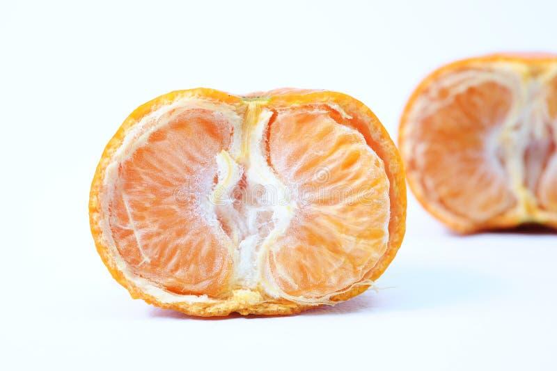 新鲜的半裁减桔子,一切了橙色在它后 免版税库存照片