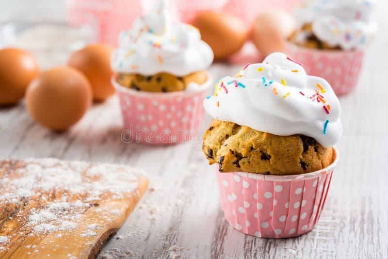 新鲜的可口杯形蛋糕 免版税库存图片