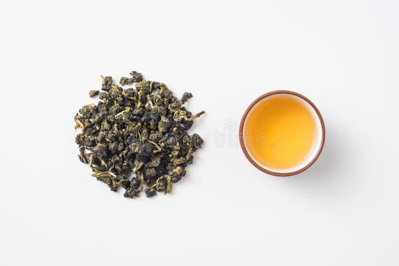 新鲜的台湾oolong茶和茶杯 库存照片