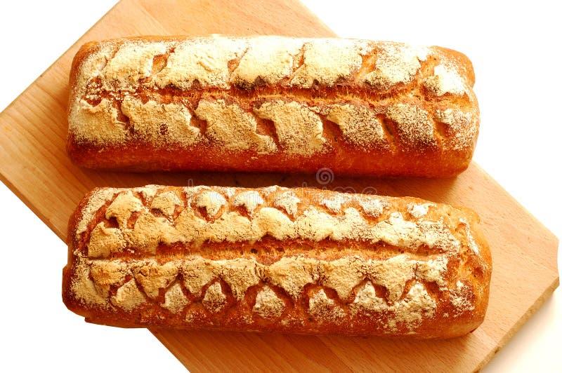 新鲜的在白色背景隔绝的发酵母家制面包 免版税库存图片