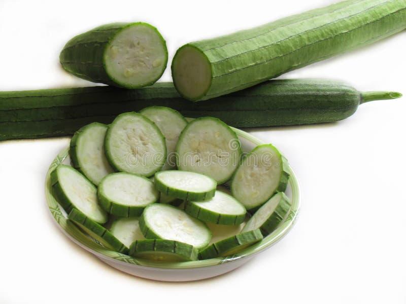新鲜的夏南瓜、绿色在碗切的菜和夏南瓜o 免版税库存图片