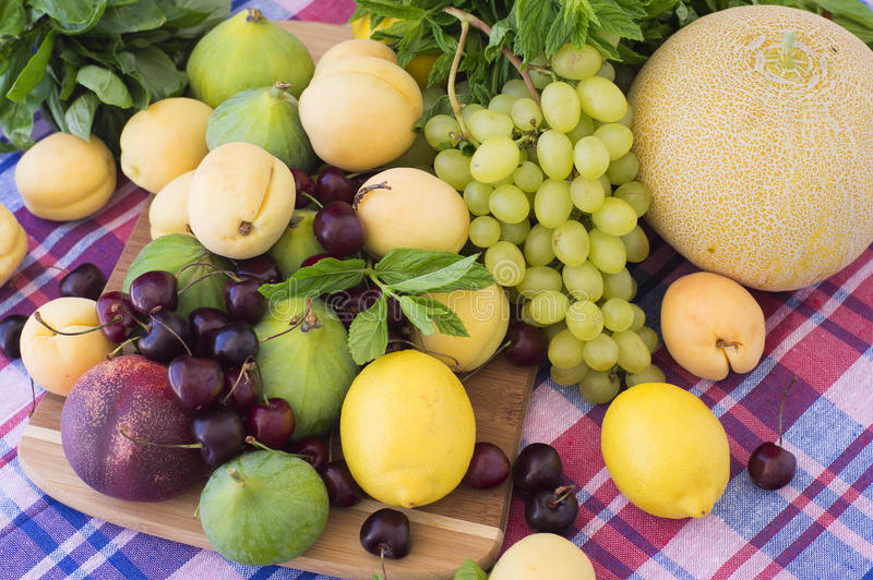 新鲜的季节性果子 免版税库存照片