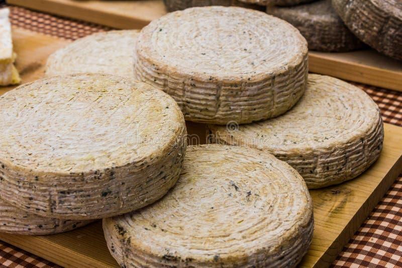 新鲜的工匠农场干酪 免版税库存图片