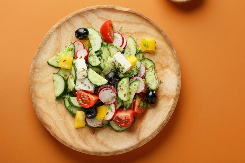 新鲜的希腊沙拉用希脂乳和橄榄 库存照片