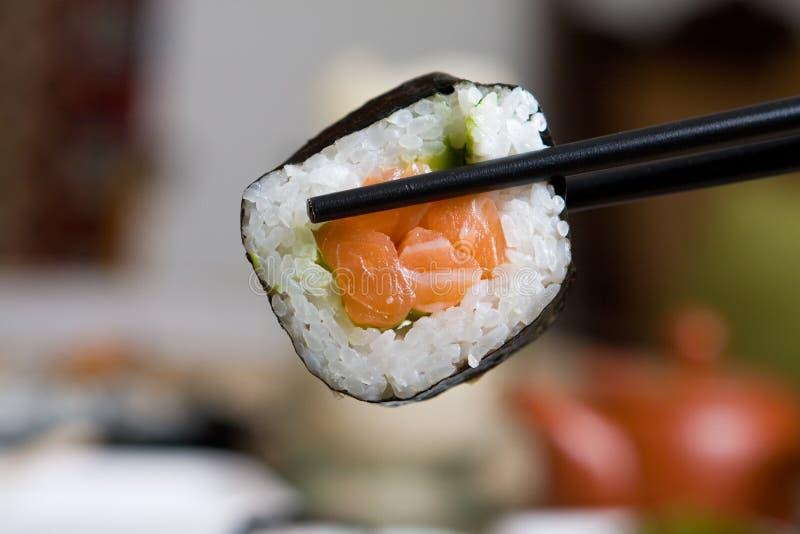 新鲜的日本牌照三文鱼寿司 库存照片