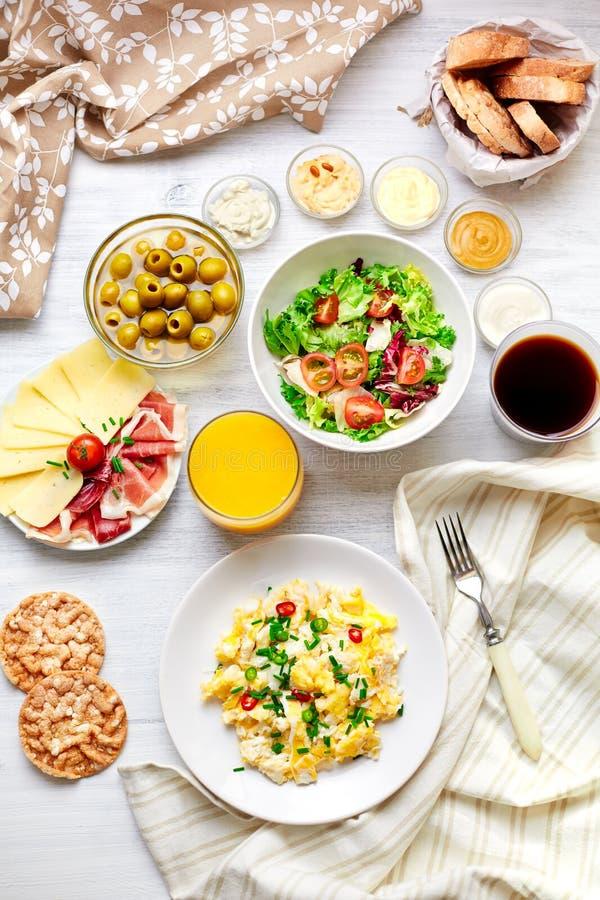 新鲜的早餐桌 健康的食物 顶视图 免版税库存图片