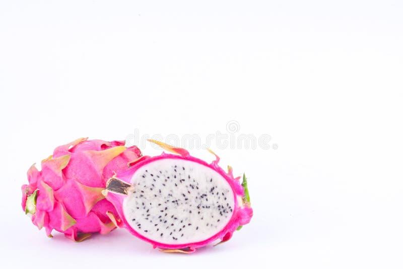 新鲜的有机甜龙果子dragonfruit或pitaya在白色被隔绝的背景健康dragonfruit食物 免版税库存图片