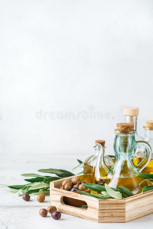 新鲜的有机额外处女橄榄油的分类在瓶的 免版税库存照片