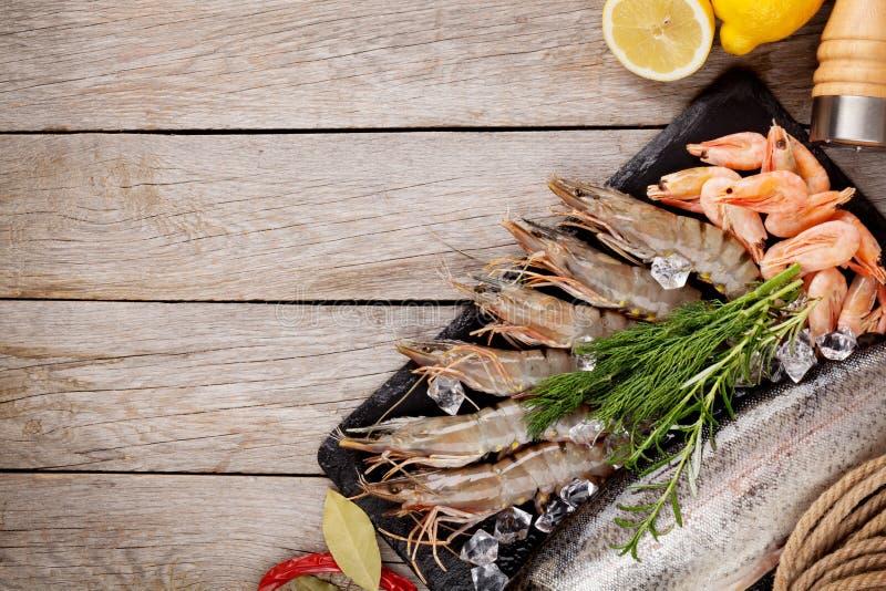 新鲜的未加工的海鲜用香料 免版税库存照片