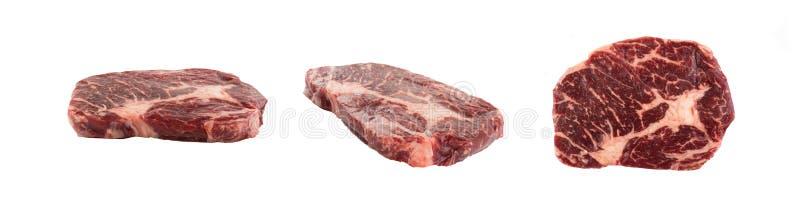 新鲜的未加工的牛排隔绝与裁减路线 免版税库存图片