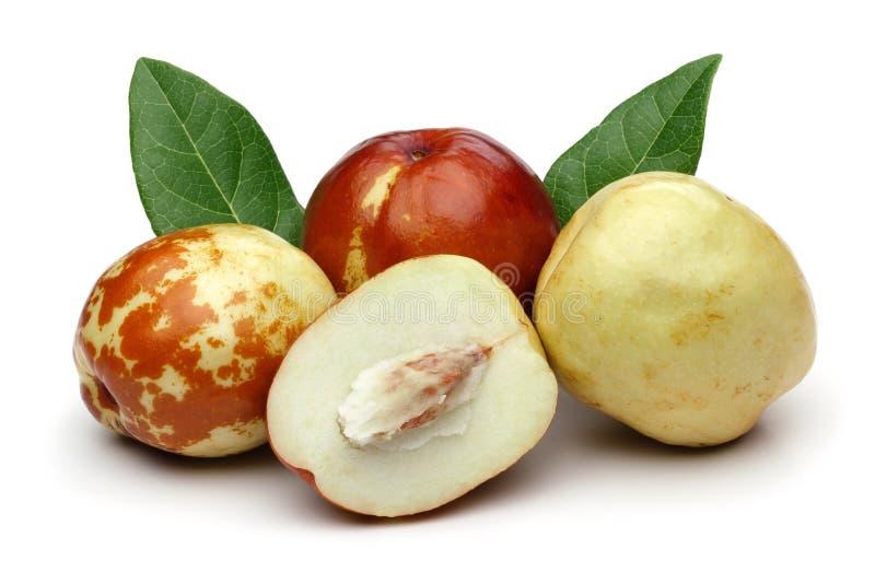 新鲜的枣和叶子在白色背景 免版税库存照片