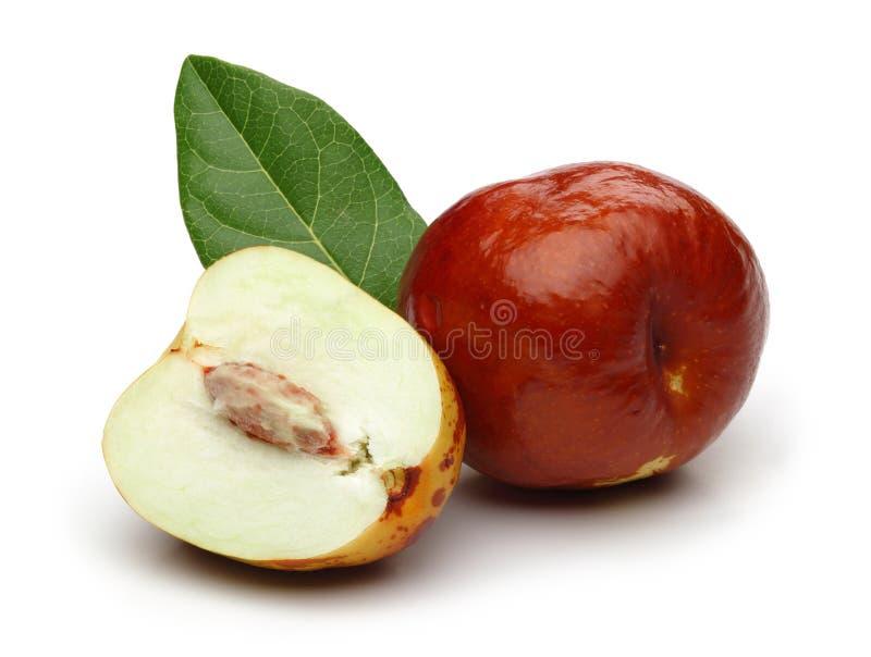 新鲜的枣和叶子 免版税库存图片
