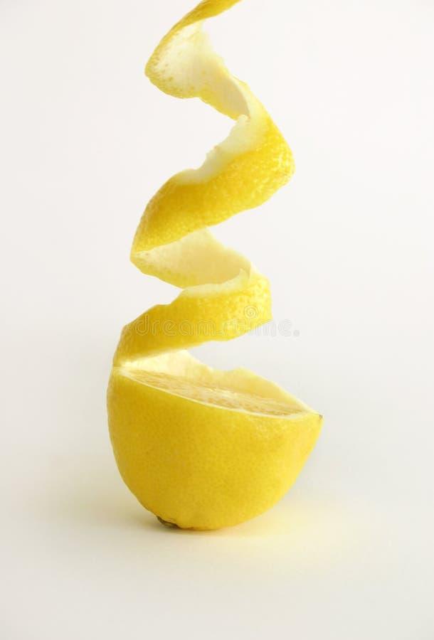 新鲜的柠檬剥了皮 免版税库存图片