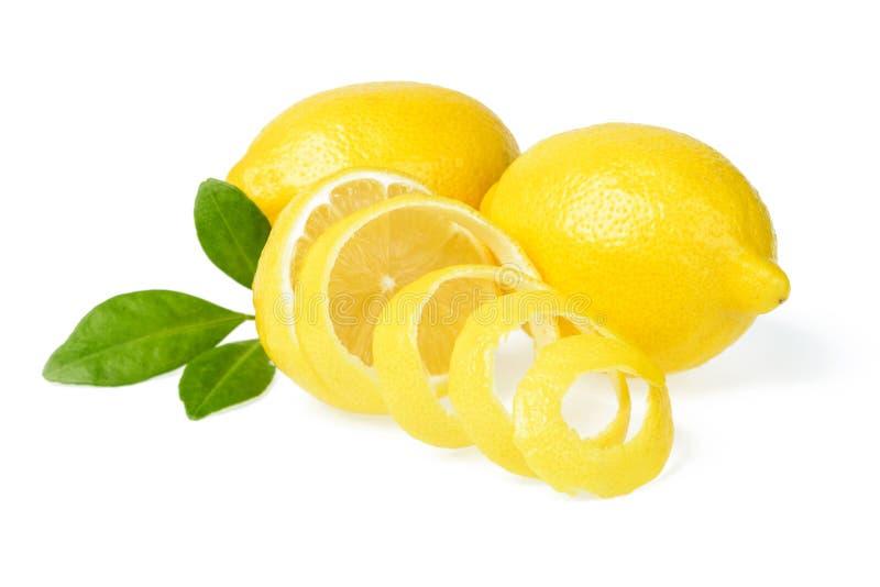 新鲜的柠檬和柠檬皮 图库摄影
