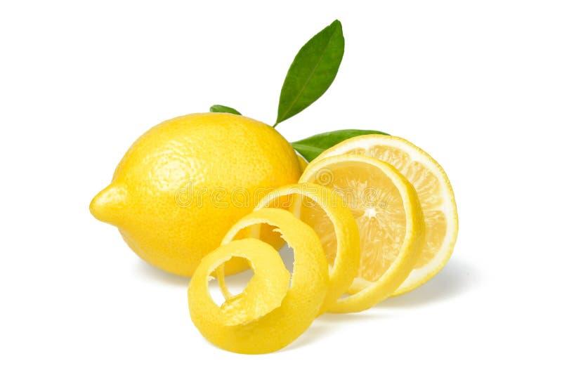 新鲜的柠檬和柠檬皮 免版税库存图片