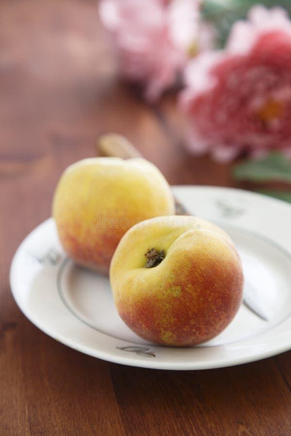 新鲜的桃子 库存图片