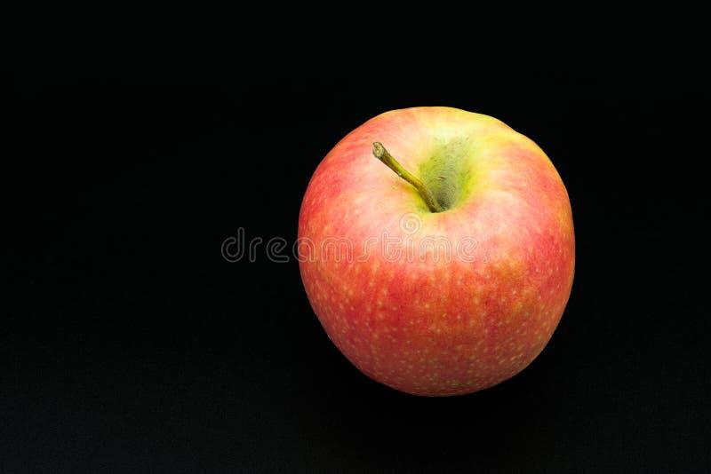 新鲜的水多的红色苹果 免版税库存图片