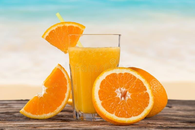 新鲜的汁液桔子 免版税库存照片