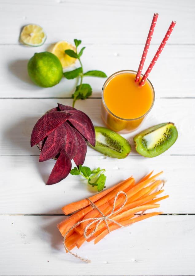新鲜的汁液用果子 免版税图库摄影
