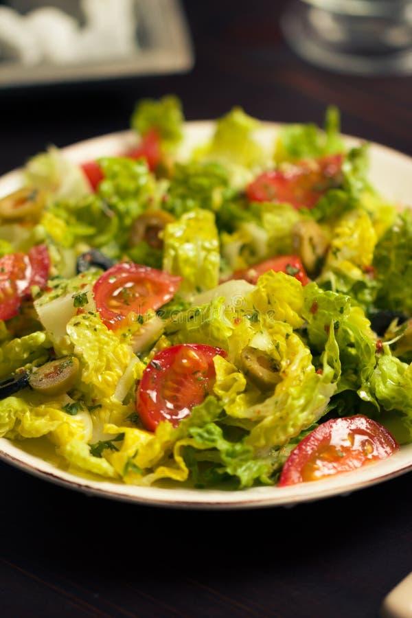 Download 新鲜的沙拉 库存照片. 图片 包括有 鲜美, 饮食, 蕃茄, 橄榄, 新鲜, 维生素, 无盐干酪, 享用 - 30326038