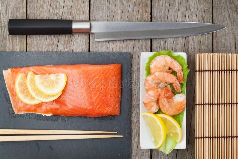 新鲜的海鲜和厨房器物 免版税库存照片