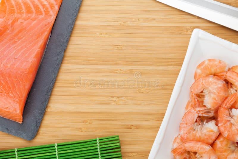新鲜的海鲜和厨房器物 图库摄影
