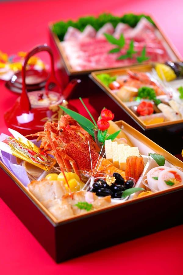 新鲜的海鲜的Bento与龙虾、金枪鱼、虾和蛤蜊的在r 免版税库存照片