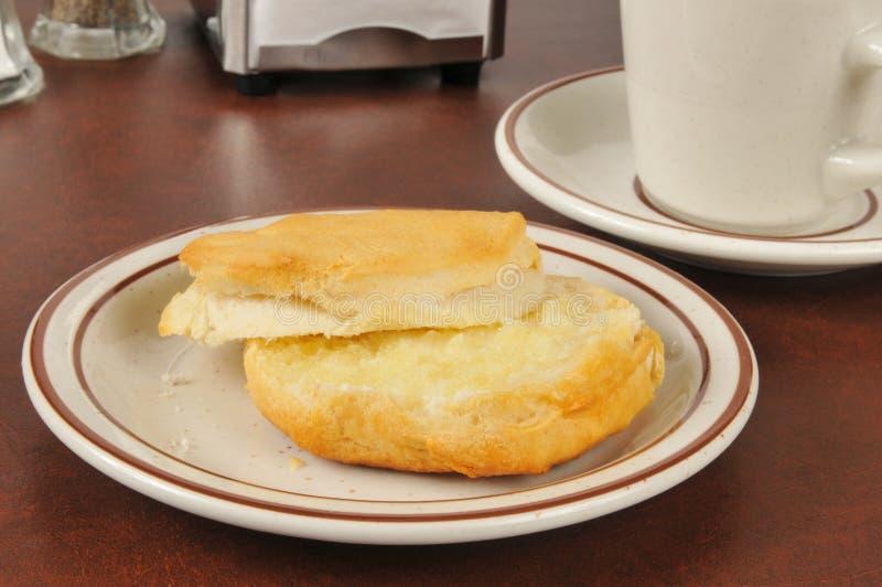新鲜的涂奶油的饼干 库存图片