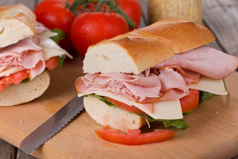新鲜的火腿和干酪三明治 库存图片