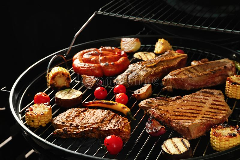 新鲜的烤肉牛排和菜 库存图片