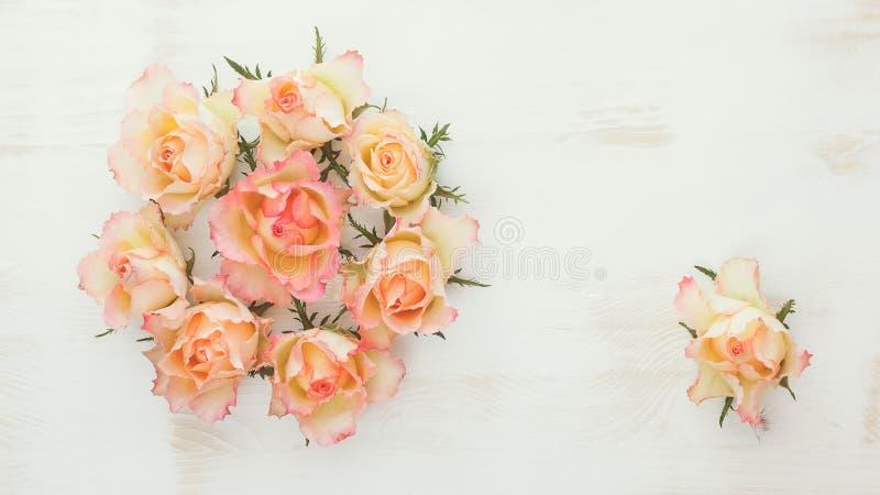 新鲜的玫瑰花圈 向量例证