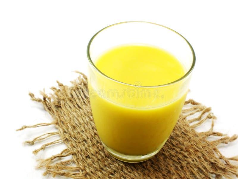 新鲜的甜玉米汁玉米牛奶 免版税库存照片