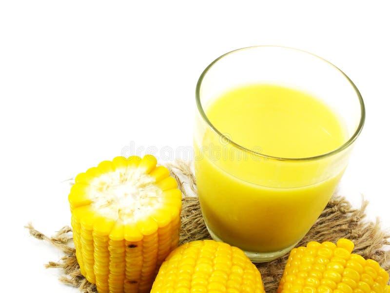 新鲜的甜玉米汁玉米牛奶 免版税库存图片