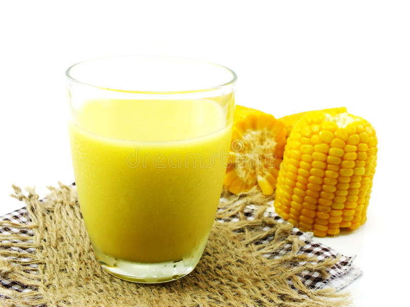 新鲜的甜玉米汁玉米牛奶 库存图片