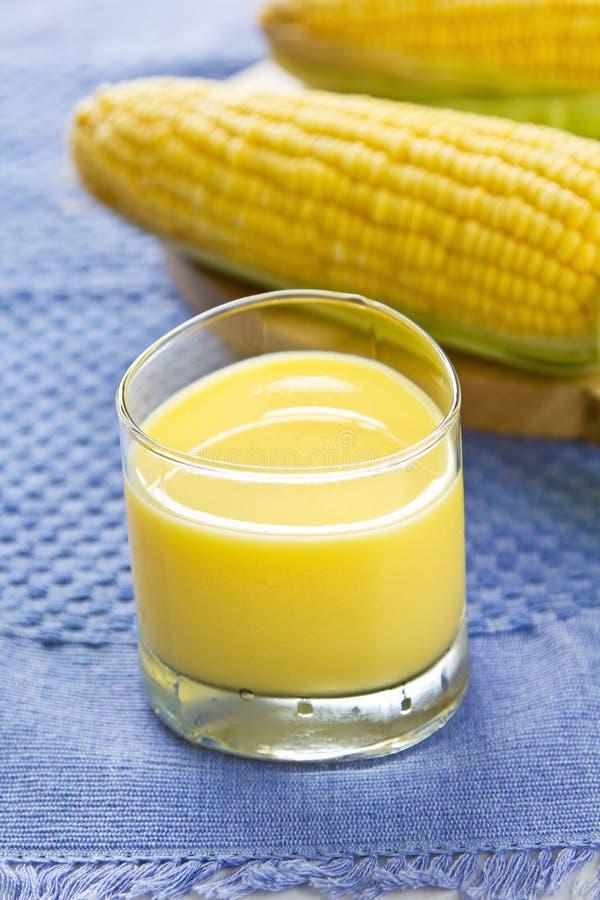 新鲜的甜玉米汁 免版税库存图片