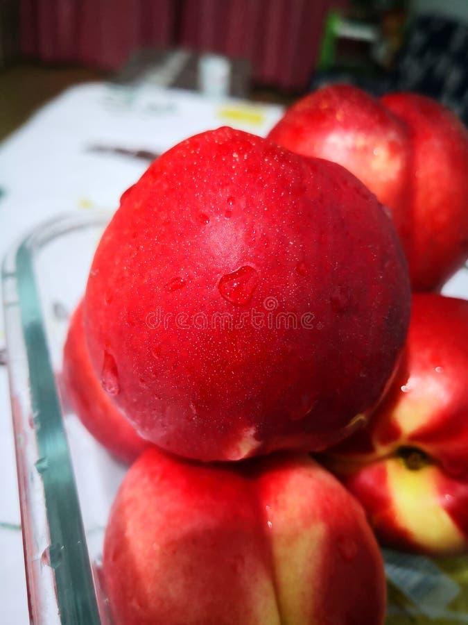 新鲜的红色油桃 图库摄影