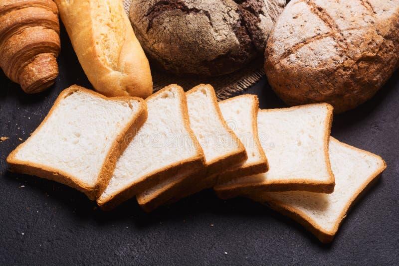 新鲜的芬芳面包 免版税库存照片