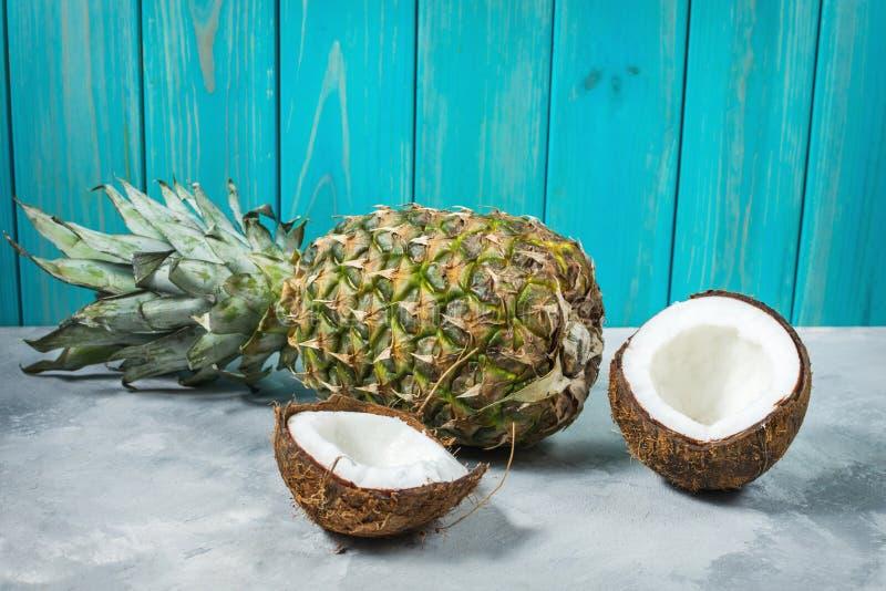 新鲜的菠萝和椰子在具体背景 库存照片