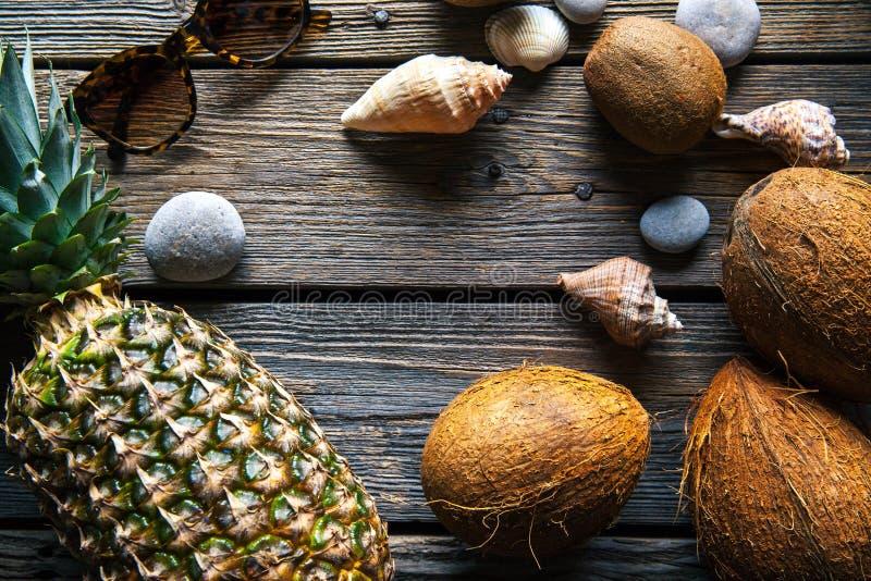 新鲜的菠萝和椰子的构成在木背景 库存照片