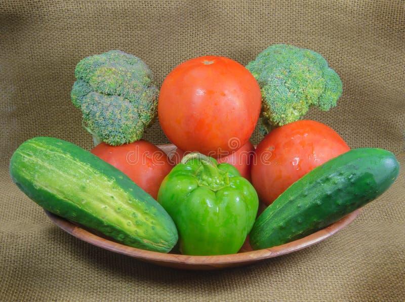 新鲜的蕃茄、硬花甘蓝、青椒和黄瓜 库存图片