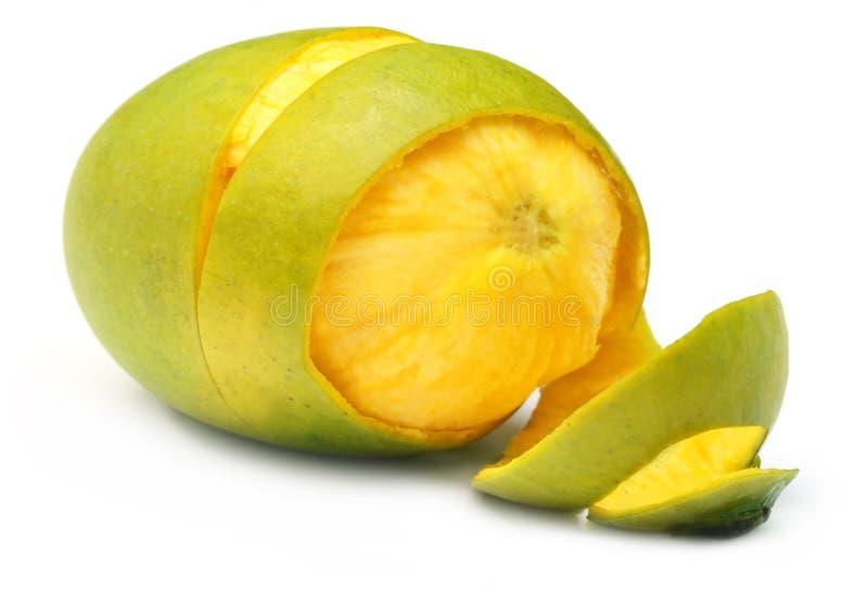 新鲜的被剥皮的芒果 免版税库存照片