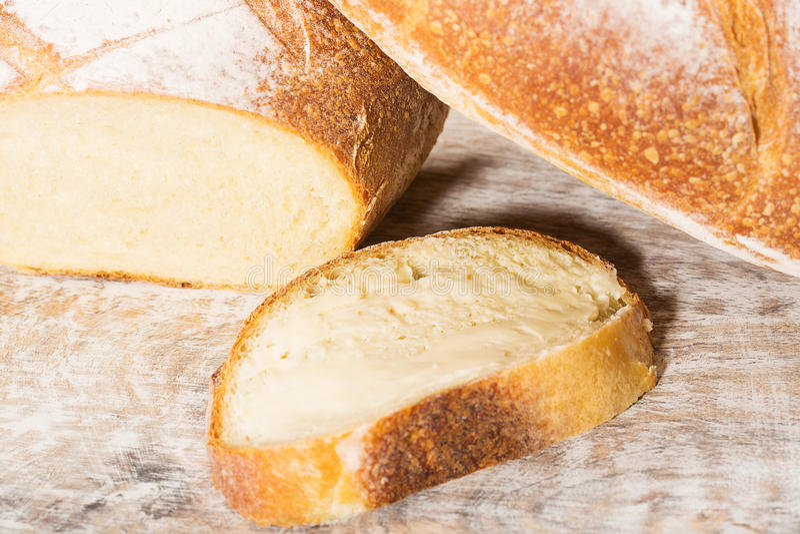 新鲜的被烘烤的法国面包大面包  库存照片