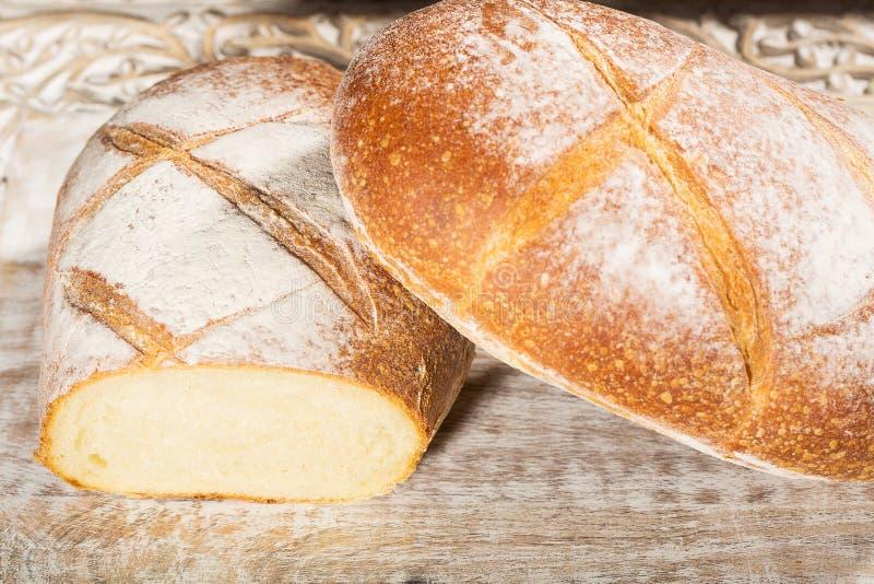 新鲜的被烘烤的法国面包大面包  免版税库存图片