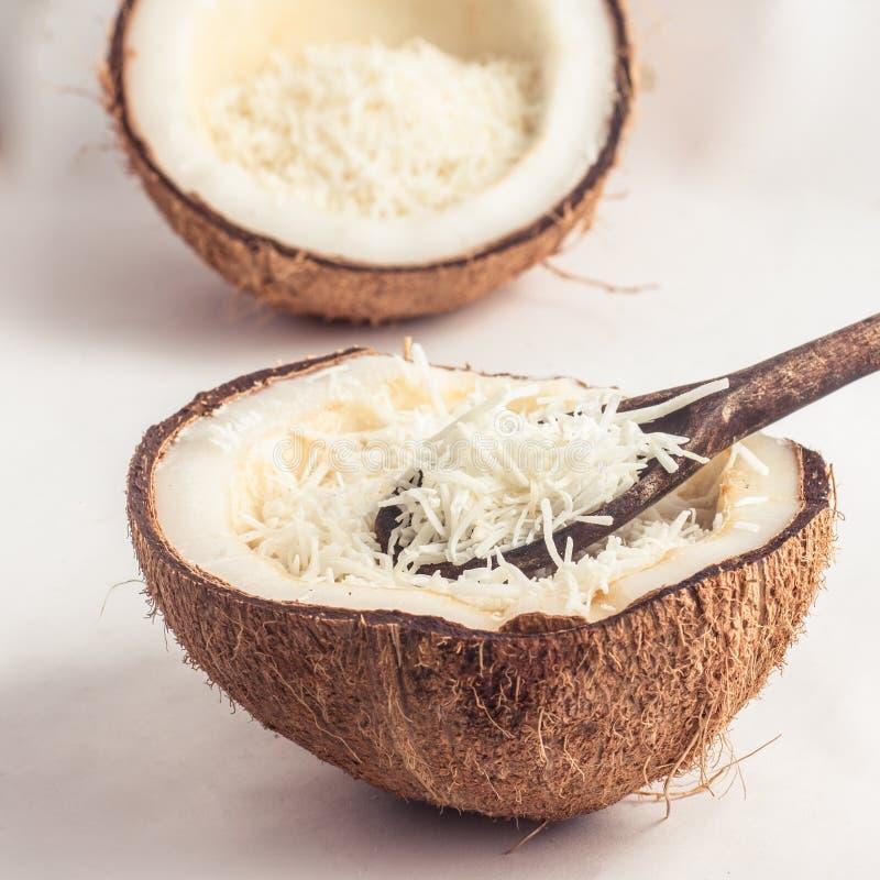 新鲜的被磨碎的椰子 库存图片