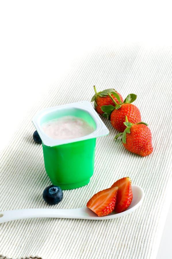 新鲜的酸奶 免版税库存照片